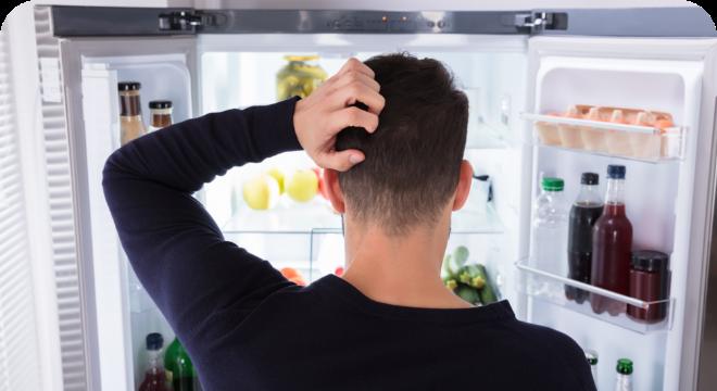visuel thomas devant le frigo